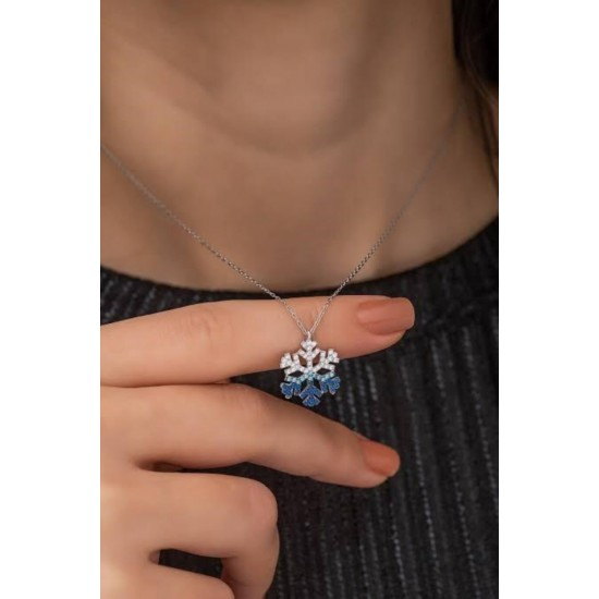 The Snow Star Necklace, silver 925 carat, is studded with zirconium